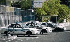 Drei Polizei-Autos, bei denen die Reifen geklaut wurden