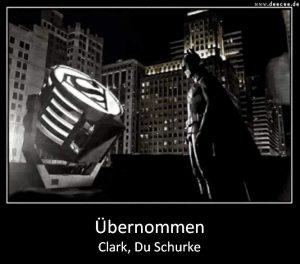 Superman tauscht das Logo auf Batmans Scheinwerfer