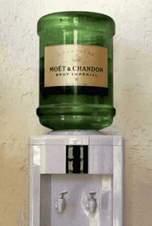 Wasserspender mit Champagner