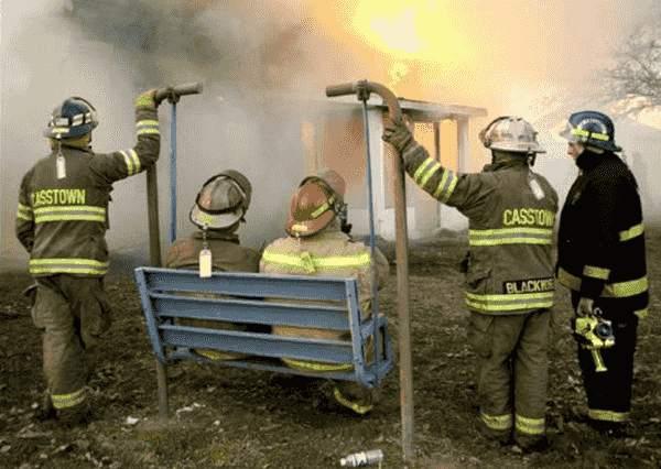 Feuerwehrmänner lustig