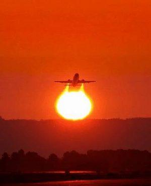 Flugzeug: Turbine scheint die Sonne zu befeuern