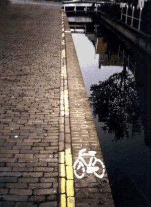 Sehr enger Fahrradweg