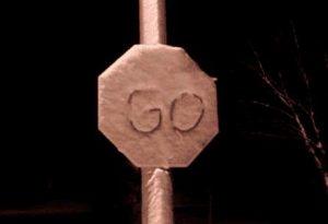 Stop Zeichen, das GO sagt