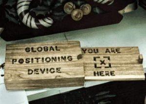 Historisches GPS aus Holz
