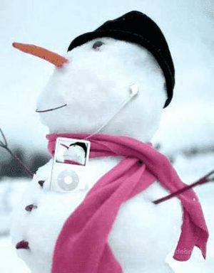 Lustiger Schneemann mit iPod