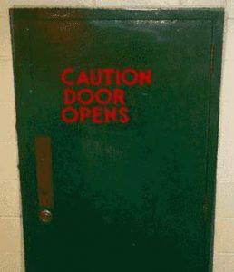 Achtung - Tür öffnet sich