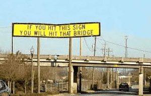 Warnhinweis vor einer Brücke