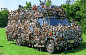 Lieferwagen mit Blumen übersät