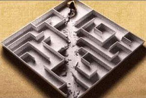 Maus rasst durchs Labyrinth