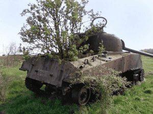 Panzer als Beet für Bäume und andere Gewächse