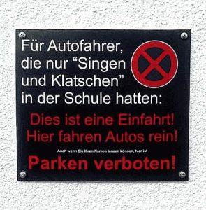 Parken verboten - Singen und Klatschen