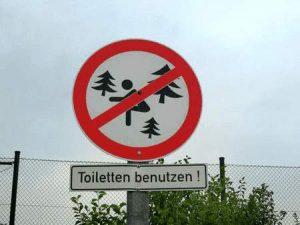 Warnschild - Toiletten benutzen
