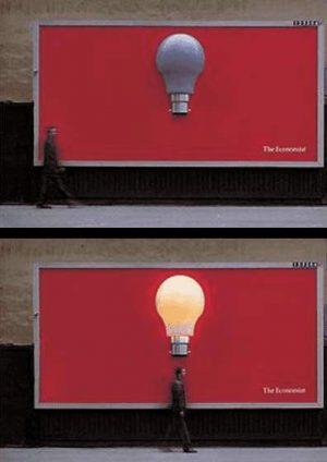 Glühbirne auf Plakat leuchtet